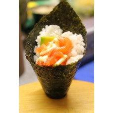 60. Salmon Avocado Temaki